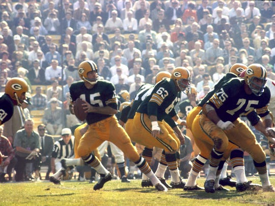 Bart Starr drops back to pass during Super Bowl I, a 35-10 victory over the Kansas City Chiefs on January 15, 1967, at the Los Angeles Memorial Coliseum.