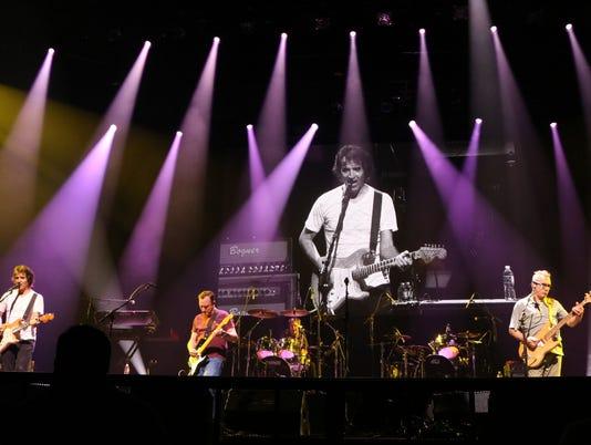 Hombres G y Enanitos Verdes descontrolan Austin con un frenético concierto
