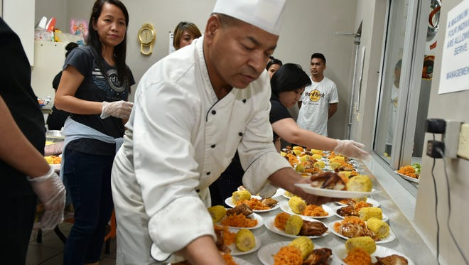 Kotwal Singh, Executive Chef for the Hard Rock Cafe, prepares meals to be served to the homeless at Kamalen Karidat on Nov. 28 2017.
