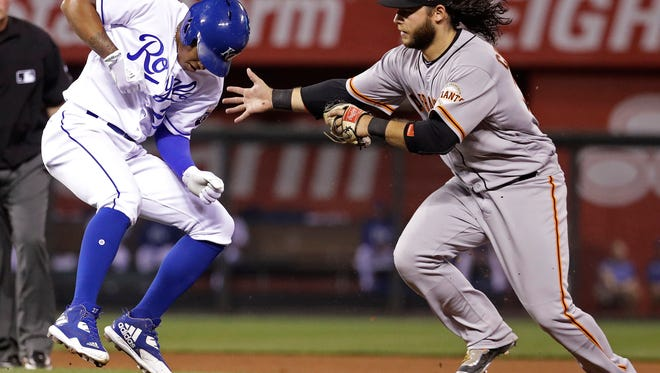Kansas City Royals' Raul Mondesi, left, is chased down by San Francisco Giants shortstop Brandon Crawford during a rundown in the fifth inning of a baseball game Tuesday, April 18, 2017, in Kansas City, Mo. Mondesi was out on the play. (AP Photo/Charlie Riedel)