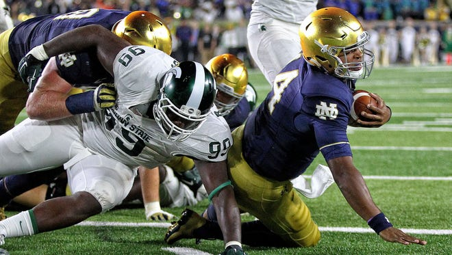 Sep 17, 2016; South Bend, IN, USA; Notre Dame Fighting Irish quarterback DeShone Kizer runs the ball for a touchdown against Michigan State Spartans defensive lineman Raequan Williams during the second half at Notre Dame Stadium.