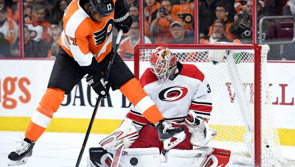 Wayne Simmonds and the Flyers are in desperate need