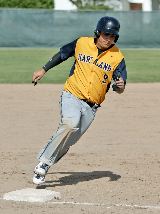 Hartlands Gary Turnbull rounds 3rd base on his way to scoring[4].jpg