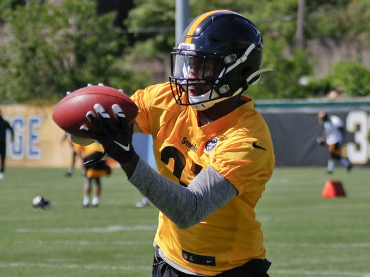 Pittsburgh Steelers cornerback Justin Layne (31) makes a catch in drill during an NFL football practice, Saturday, May 11, 2019, in Pittsburgh. (AP Photo/Keith Srakocic)
