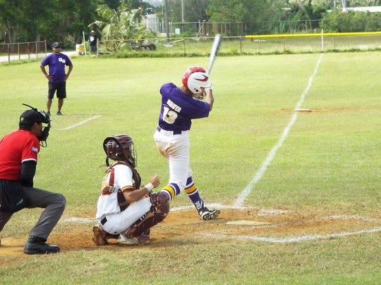 George Washington Geckos shortstop, Isaiah Nauta, gearing up to bat.