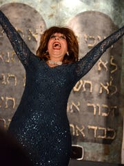 Singer Suzi Cruz belts out a number onstage during the Kosher Comedy Tour.
