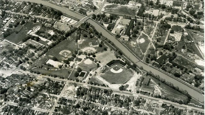 The former Allen Park area of Augusta with the Frog Hollow community across the street. Old Jennings Stadium is the main ballfield beside the Augusta Canal. The Butt Memorial Bridge can be seen taking 15th Street over the canal. Photo probably taken in the 1950s. The Stadium was torn down in the mid 1960s and the Frog Hollow houses were removed to make room for today's University Hospital and other offices.