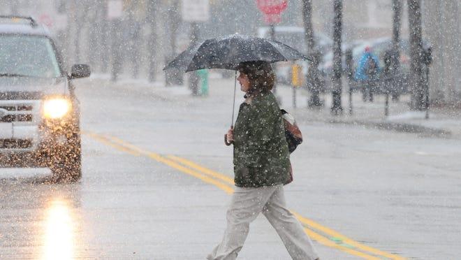 Snow is falling in the Green Bay area, Monday, November 10, 2014. H. Marc Larson/Press-Gazette Media/@HMarcLarson