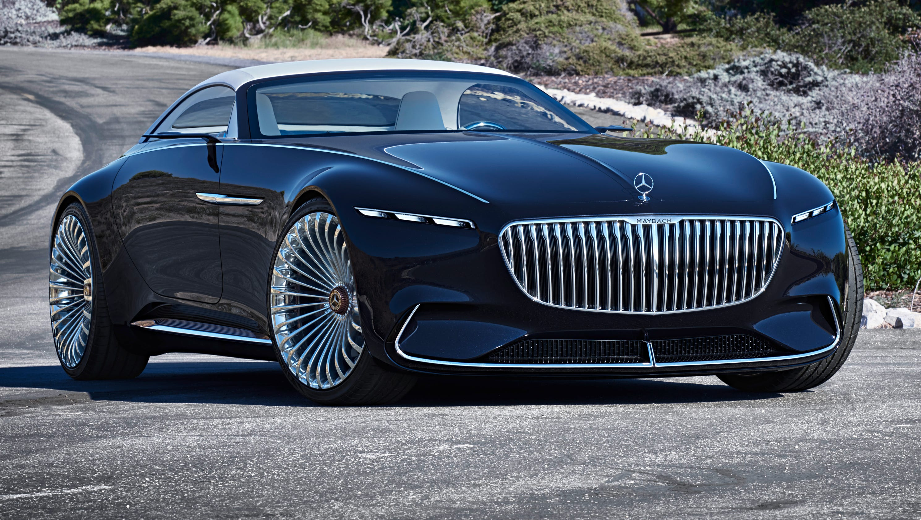 Mercedes benz shows off its mercedes maybach 6 cabriolet for Mercedes benz maybach cabriolet