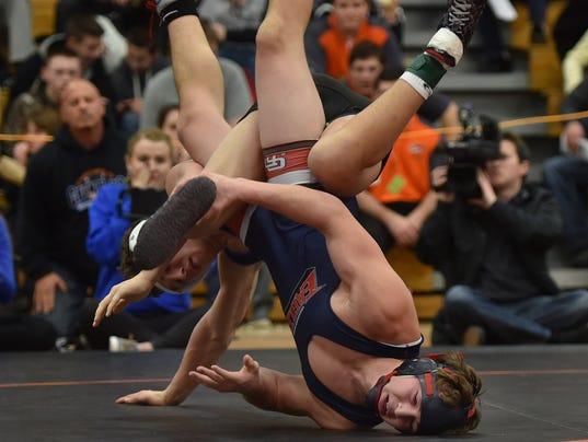 635918424950579199-DCA-0220-sectional-wrestling-08.jpg