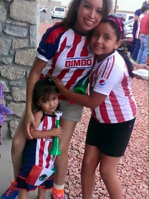 Magaly Mendoza and her daughters.