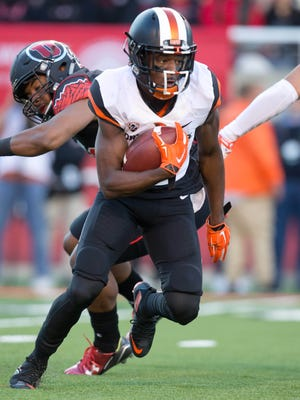 Oct 31, 2015; Salt Lake City, UT, USA; Oregon State Beavers wide receiver Victor Bolden (6) carries the ball during the first half against the Utah Utes at Rice-Eccles Stadium. Mandatory Credit: Russ Isabella-USA TODAY Sports