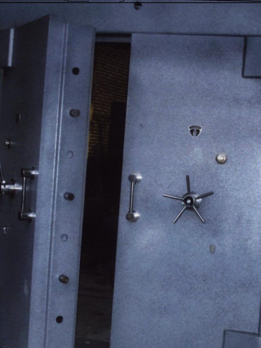 635605604649591738-image-of-a-radiation-shield-door-under-tunnel-at-Lavizan-3-revealed-by-NCRI-24Feb2015