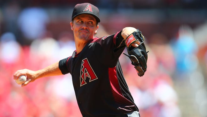 Starter Zack Greinke of the Arizona Diamondbacks pitches against the St. Louis Cardinals in the first inning at Busch Stadium on May 22, 2016 in St. Louis, Missouri.