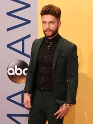 Chris Lane arrives on the red carpet at the 2016 CMA