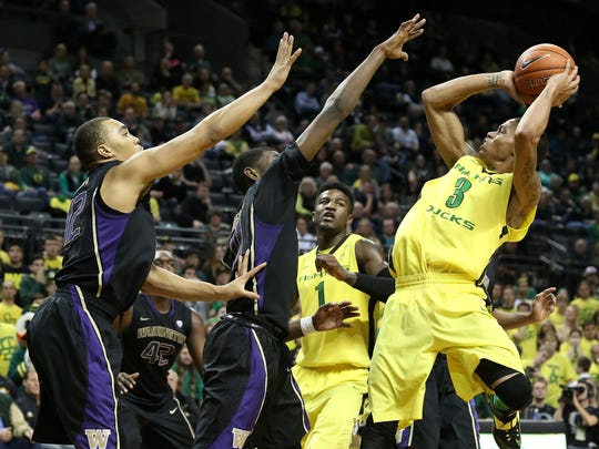 Oregon's Joseph Young (3) sinks a shot in the closing minutes of their game with the Huskies.