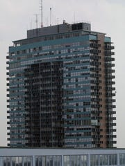 --Text: The 800 building, 800 S. Fourth Street Staff Photo by Bill Luster 10/1/02