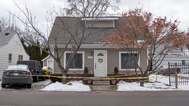 Keego Harbor Police and the Oakland County Sheriff's department investigate a murder/suicide on Cass Lake Road in Keego Harbor on Friday, Feb. 16, 2018.