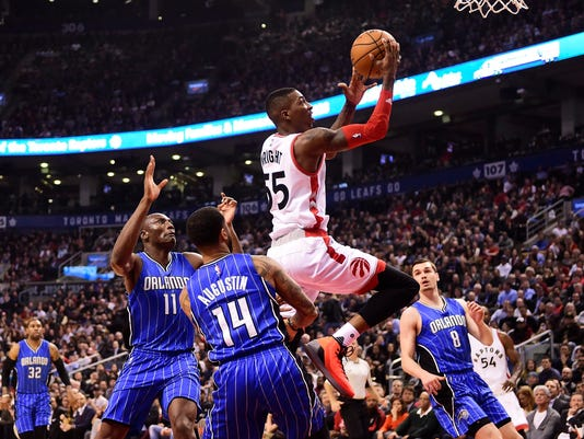Toronto Raptors guard Delon Wright (55) jumps between Orlando Magic centre Bismack Biyombo (11) and Magic guard D.J. Augustin (14) during first half NBA basketball action, in Toronto on Monday, March 27, 2017. (Frank Gunn/The Canadian Press via AP)