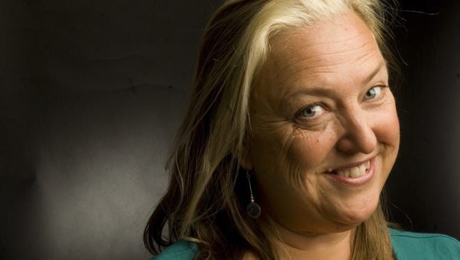 Syndi Zook is leaving her job as executive director of Lyric Theatre after 13 years.
