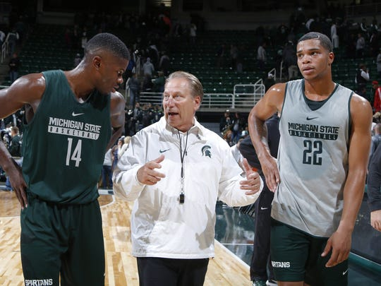 Michigan State coach Tom Izzo, center, talks with Eron