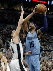 Memphis Grizzlies guard Vince Carter (15) scores over San Antonio Spurs guard Danny Green (14) during the first half in Game 2 on Monday, April 17, 2017, in San Antonio.