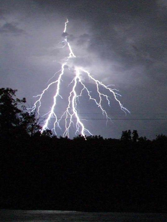 636288733569432615-lightning.jpg