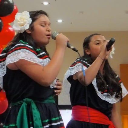 Con música y bailables, festejaron las Fiestas Patrias en Desert Sky Mall.