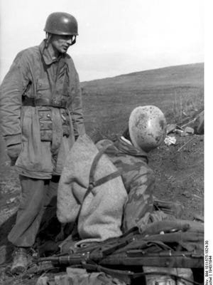 German paratroopers prepare for battle during Anzio breakout.