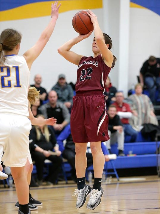 636505328524841471-FON-cwc-vs-Mayville-girls-bball-010218-dcr055.jpg