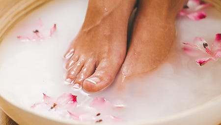 Big toenails are the most commonly affected nails