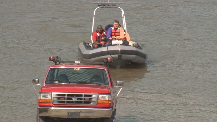 Louisville Fire & Rescue search the Ohio River after