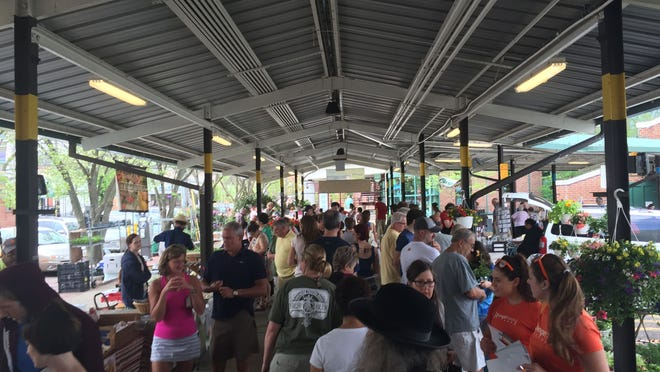 Ann Arbor's outdoor farmers market hours are 7 a.m. to 3 p.m. Saturdays and Wednesdays. In June, the evening market will open, from 4 to 8 p.m. Wednesdays.