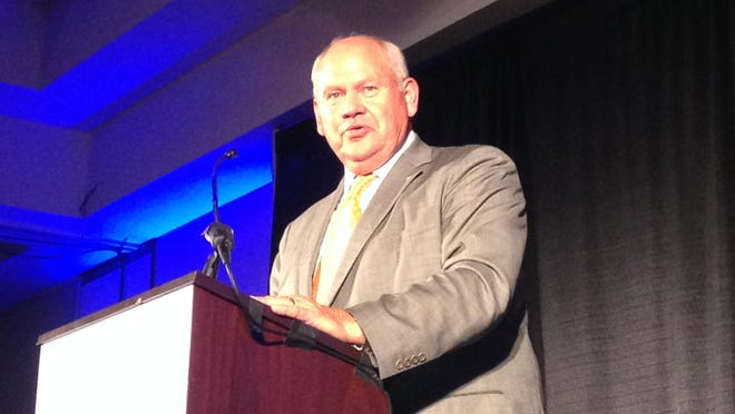 Former Tennessee coach Phillip Fulmer was the keynote speaker for the 2015 Hardin County Sports Hall of Fame banquet.