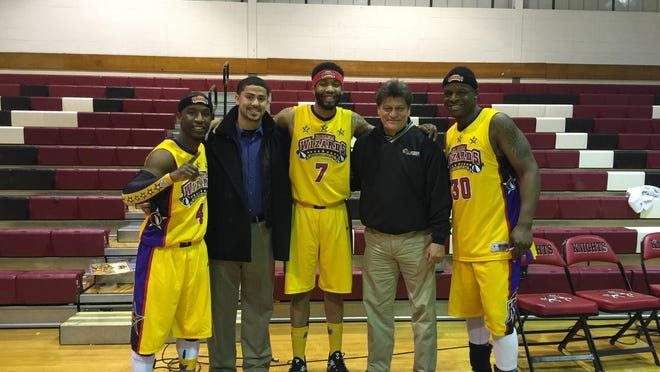 Louis Valdes with members of the Harlem Wizards team.