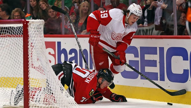 Red Wings' Tyler Bertuzzi carries the puck behind the net  Tuesday against the Blackhawks. Chicago won 5-4 in overtime.