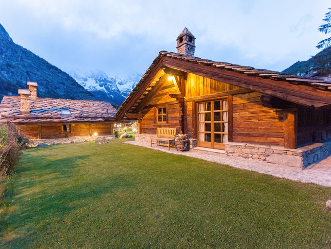 Charming ski chalets around the world for Charming hotels of the world