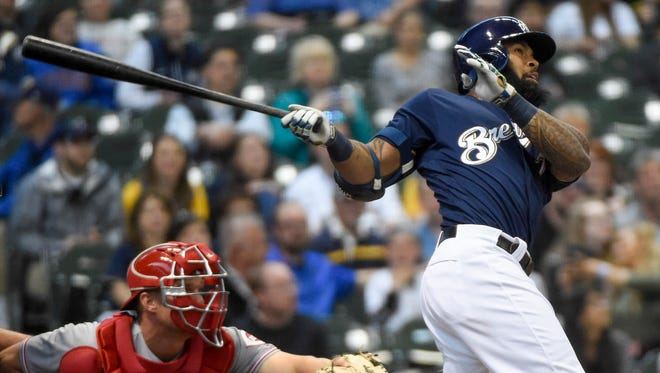 Milwaukee Brewers first baseman Eric Thames (7) hits a solo home run in the first inning against the Cincinnati Reds Monday.