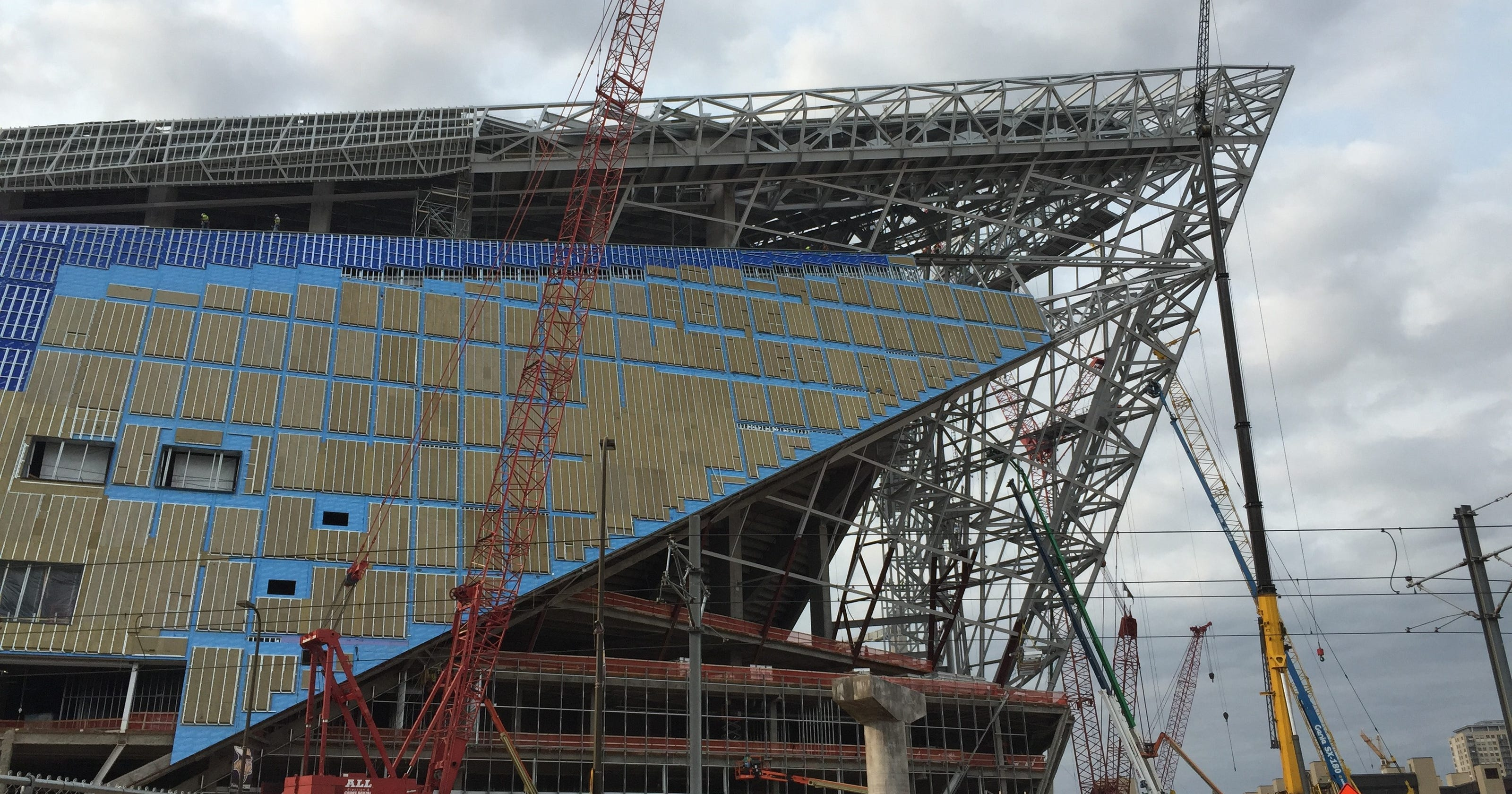 Roofing pany returns to stadium after fatal fall