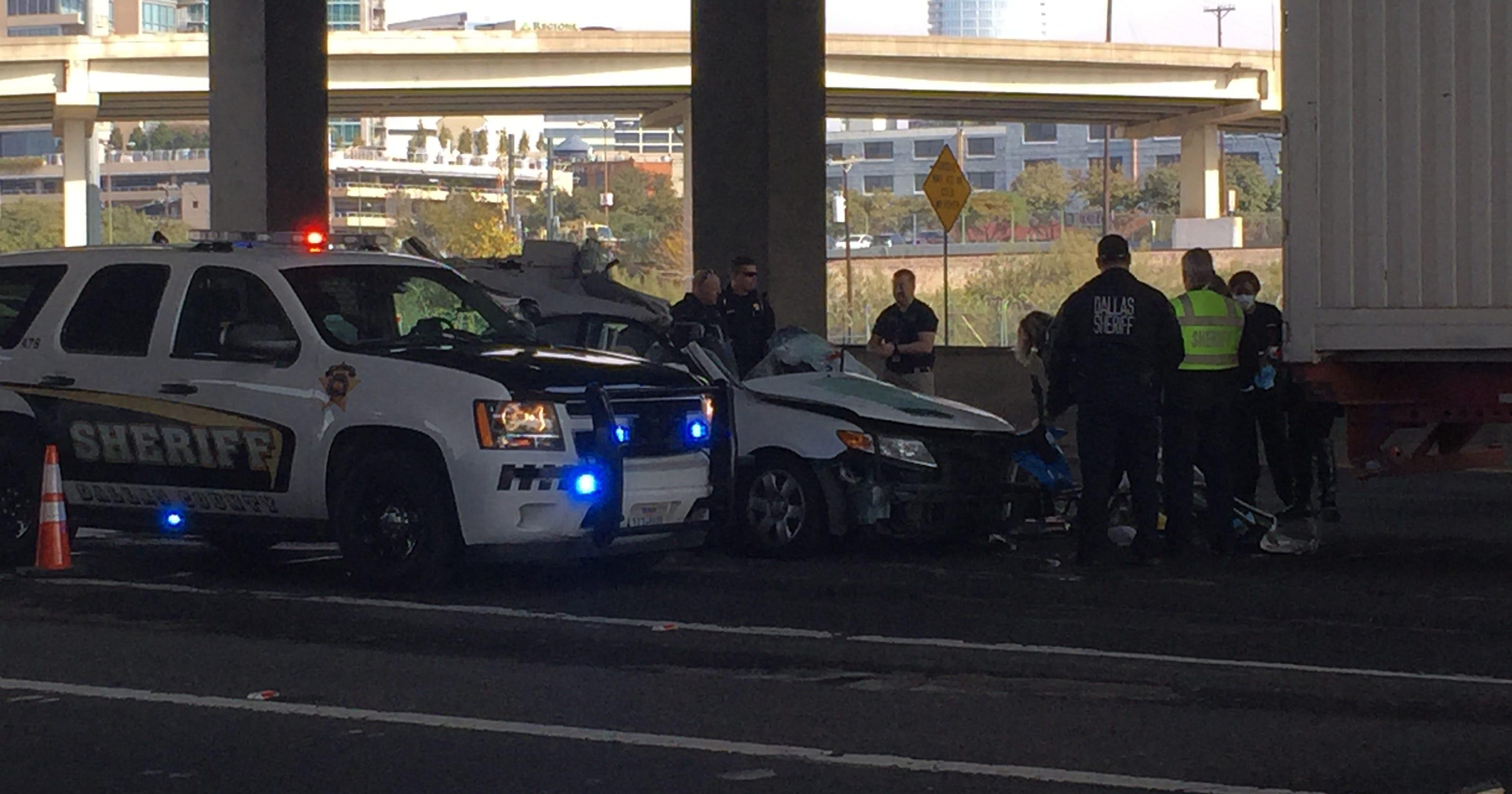 Fatal crash closes lanes of I-35E near downtown Dallas