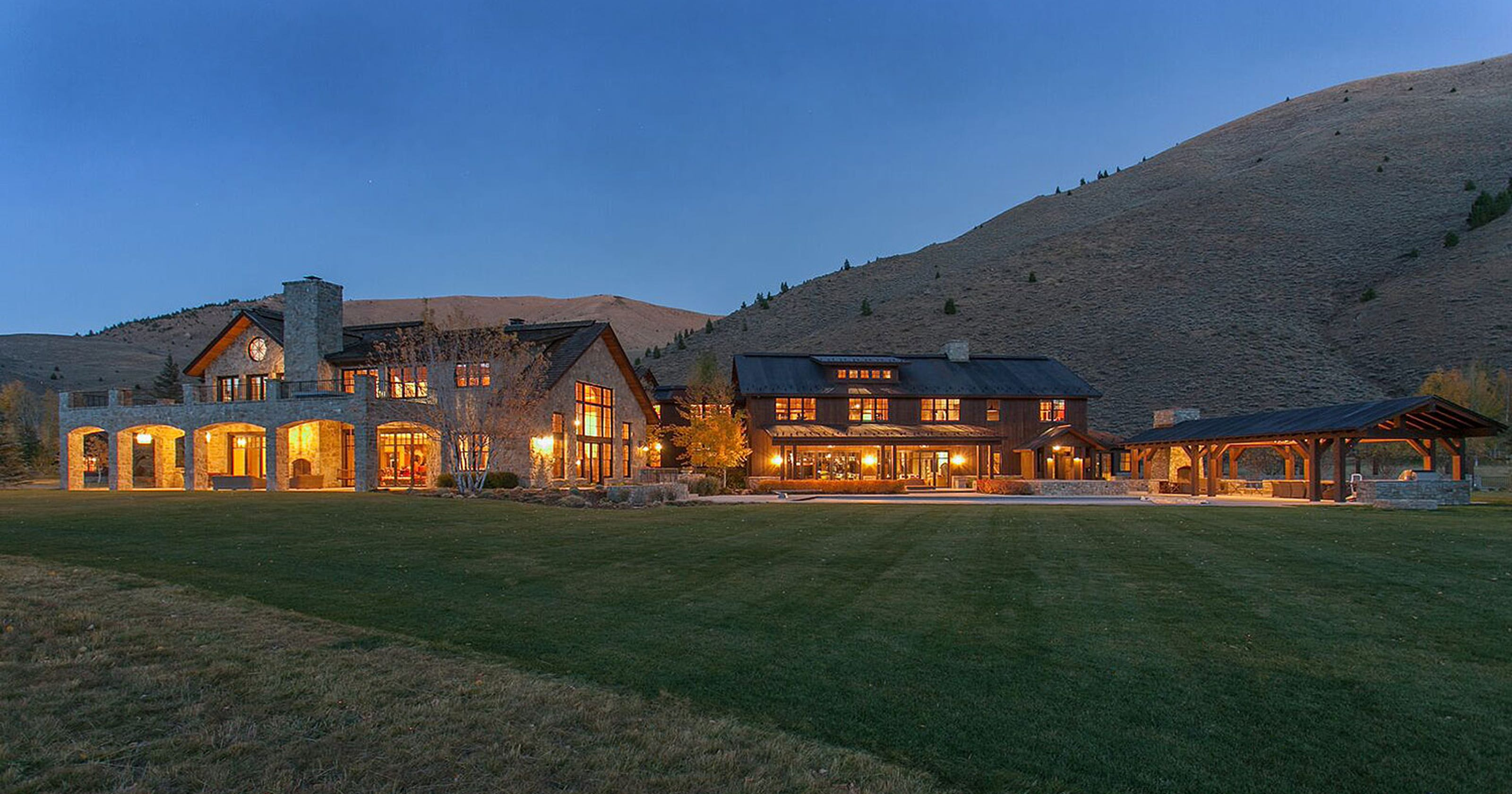 idaho 39 s most expensive home goes up for auction irish bar included. Black Bedroom Furniture Sets. Home Design Ideas