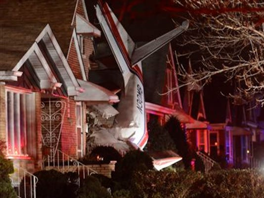 APTOPIX Chicago Plane into Home