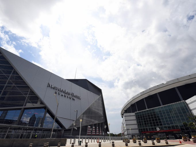Check out atlanta 39 s new mercedes benz stadium for Mercedes benz stadium falcon statue