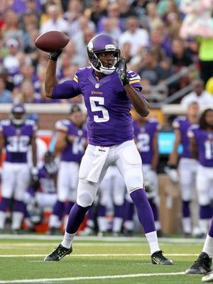 Minnesota Vikings quarterback Teddy Bridgewater (5) throws during the second quarter against the Oakland Raiders at TCF Bank Stadium.