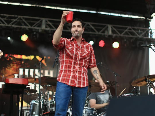 Josh Thompson brings his hit songs about drinkin' beer to Smashed on the Rocks on Saturday for the Algoma bar's grand opening.