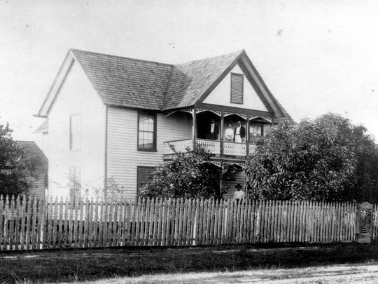 This is the Fort Myers home of Manuel A. González 1901, with Manuel on lower porch and three of his grown children on upper level.