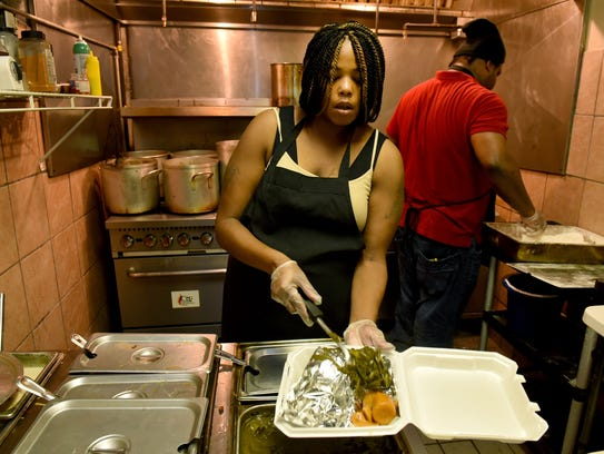Dasiny McIlwaine prepares a carry-out order in the