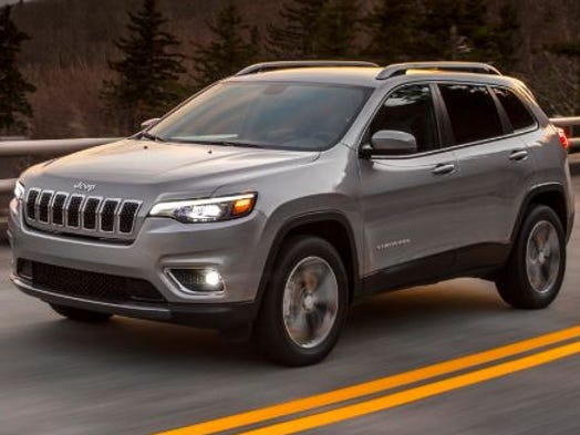New Jeep Cherokee >> Jeep Shows New Look Of Cherokee Suv And It Isn T As Odd