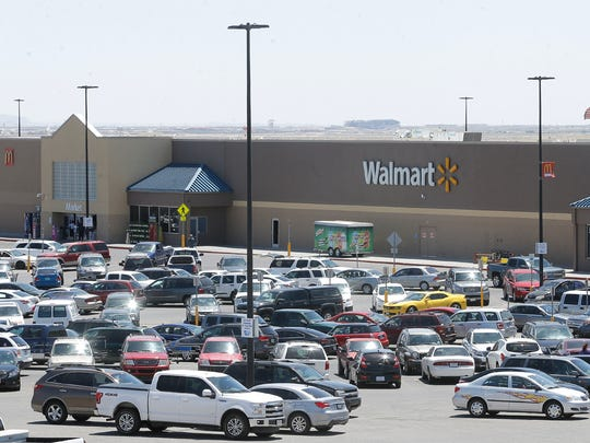 Wal-Mart dominates the El Paso grocery market with