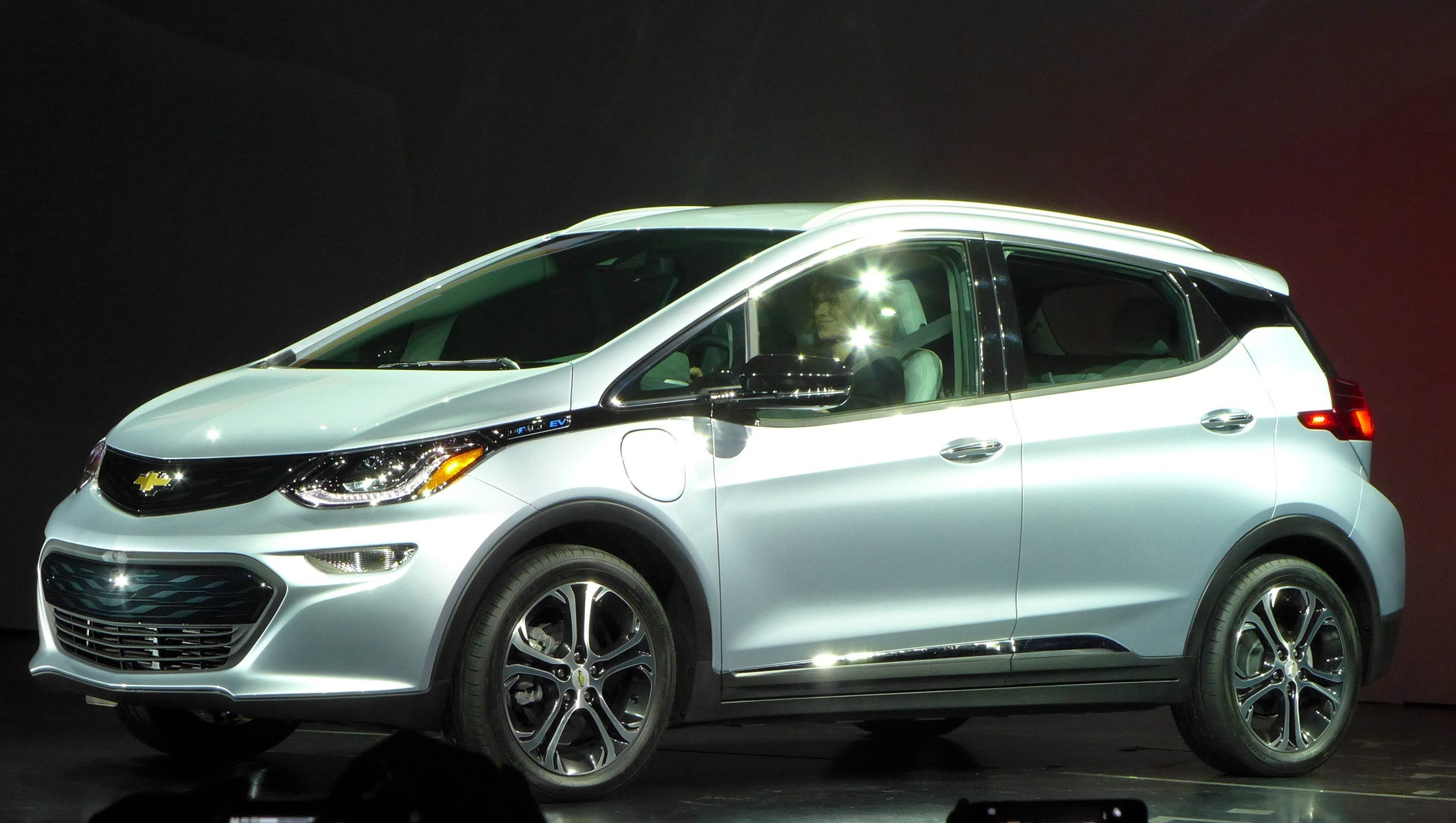 Chevrolet Bolt Ev >> Consumer Reports says Chevy Bolt tops Tesla in EV range race